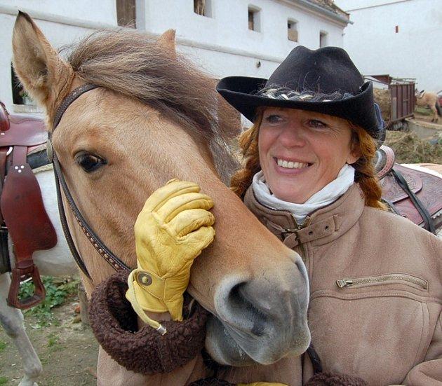 Před hubertovou jízdou si měla Monika Jelínková s koněm Normenem co říct.