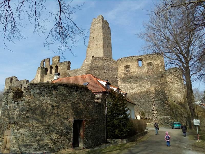 Zřícenina hradu Okoř.
