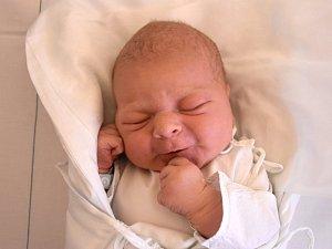 LUKÁŠ CSIK, KLADNO. Narodil se 14. listopadu 2018. Po porodu vážil 3,91 kg a měřil 52 cm. Rodiče jsou Lenka a Radek Csik. (porodnice Kladno)