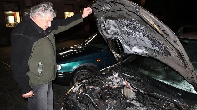 Ve Slaném vyhořelo řidiči auto. V srpnu jiné utopil.