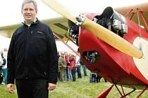 Jiří Dienstbier obdivoval historická letadla.