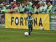 Pro chlapce je to zážitek užít si fotbal před téměř 1200 diváky, běžně jsou zvyklí na podporu 40 - 80 diváků // Sokol Hostouň - SK Kladno 1:3, Divize B, 8. 10. 2017