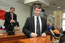 Protože ODS tlačila na odvolání naší kolegyně, nám teď nezbývá než postupovat stejně, vysvětluje hejtman David Rath (ČSSD), proč chce z krajského zastupitelstva vystrnadit svého předchůdce Petra Bendla.