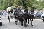 Pohřební průvod s koňmi prošel Kladnem.