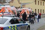 Výsledkem zlonické pondělní dramatické koledy je pět zraněných, z toho jsou dva muži pobodaní a tři pomlácení.