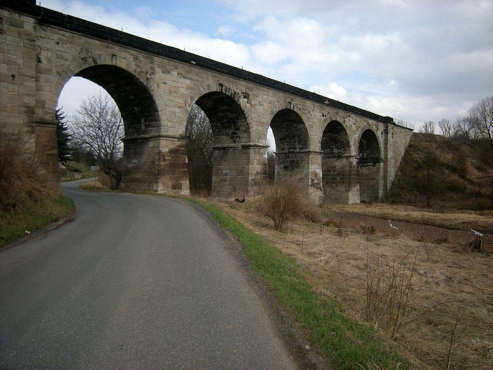 Viadukt Podlešín.