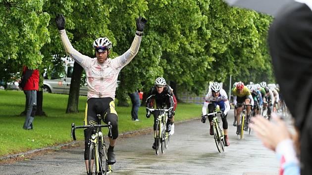 Kritérium na 99 km vyhrál Martin Bláha z týmu ASC DUKLA PRAHA v čase 2: 25 : 08 // Lidice 2013 - 48. ročník etapového cyklistického závodu s mezinárodní účastí - Kritérium na 99 km, 31. 5. 2013