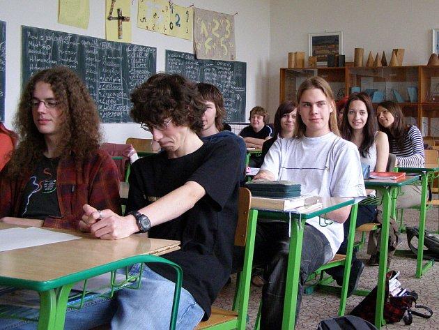 Většina žáků třetího ročníku má s brigádou již zkušenosti.  Dva studenti ze třídy  pracují celoročně a zbytek jen nárazově.