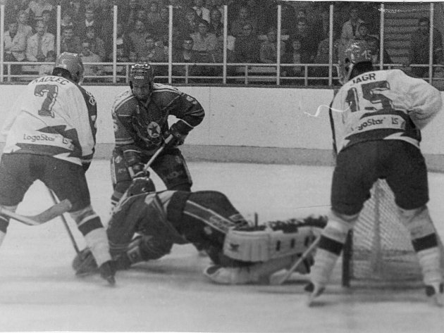 Bývalý hokejový reprezentant Drahomír Kadlec získal titul mistra světa jako hráč ijako trenér.