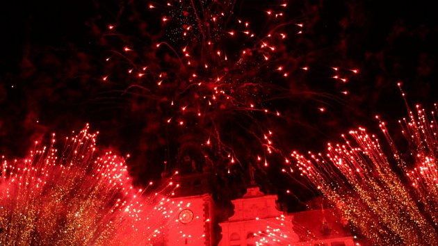 Parádní ohňostroj rozzářil nebe nad kladenskou radnicí