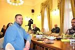 Rada města Kladna rozhodla o okamžité pomoci lidem z vyhořelého paneláku.