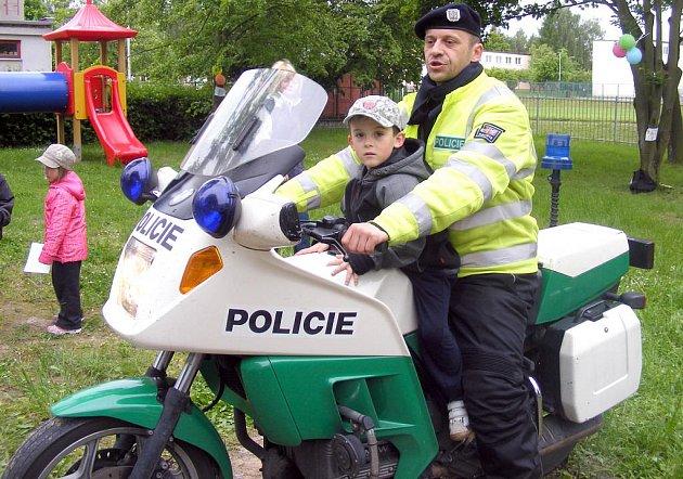 Dětský den s policisty v MŠ ve Studentské ulici v Kladně.