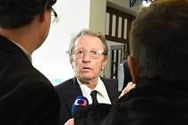 Odmítnout jakoukoli vinu a obvinit z krachu kladenské Poldovky politiky přišel v úterý k odvolacímu senátu Vrchního soudu v Praze někdejší šéf hutí Poldi Vladimír Stehlík.