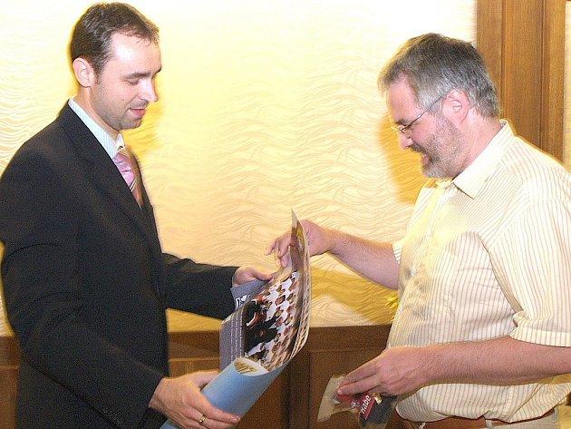Předseda Habešovny Martin Dudek (vlevo) a primátor Kladna Dan Jiránek.