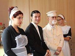 Den otevřených dveří ve Střední škole služeb a řemesel ve Stochově v duchu první republiky.