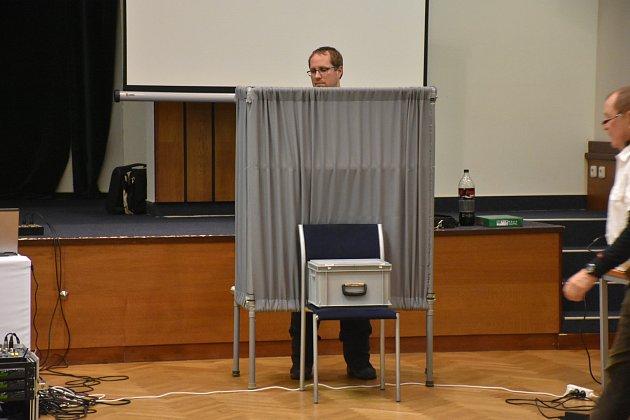 Příprava volební plenty, která nakonec ani použita nebyla