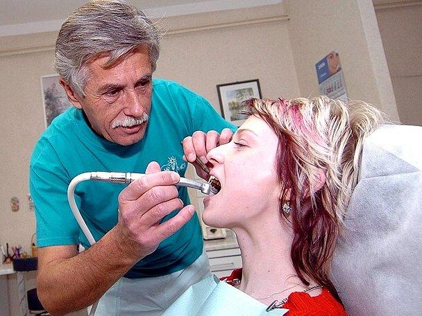 Budoucí stomatologové by mohli studovat vysokou školu v Kladně.