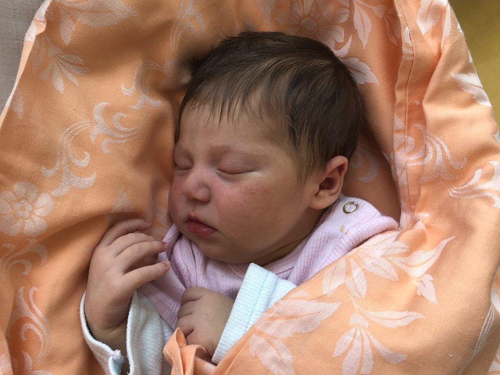 MARIE ŠŤASTNÁ, SLANÝ. Narodila se 8. června 2019. Po porodu vážila 3,41 kg a měřila 50 cm. Rodiče jsou Michaela Dušková a Lukáš Šťastný. (nemocnice Slaný)