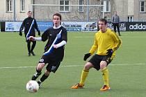 Kladno (v tmavém) přehrálo na vyšehradu Bohemians B 1:0 brankou nové posily Martina Suse (vlevo)