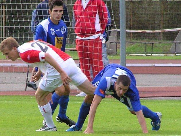 V letní přípravě ještě Bořek Dočkal (vlevo) nastoupil za Slavii, teď už ale on i Jiří Jeslínek (nad Dočkalem) hájí společně barvy Kladna. Sejdou se také v reprezentačním dresu ČR do 21 let.