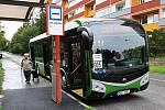 Kladeňáci si užívají nové autobusy, v úterý dorazí i první elektrobus.