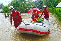 Záchranná akce hasičů v chatových oblastech na Bratronicku a Unhošťsku.