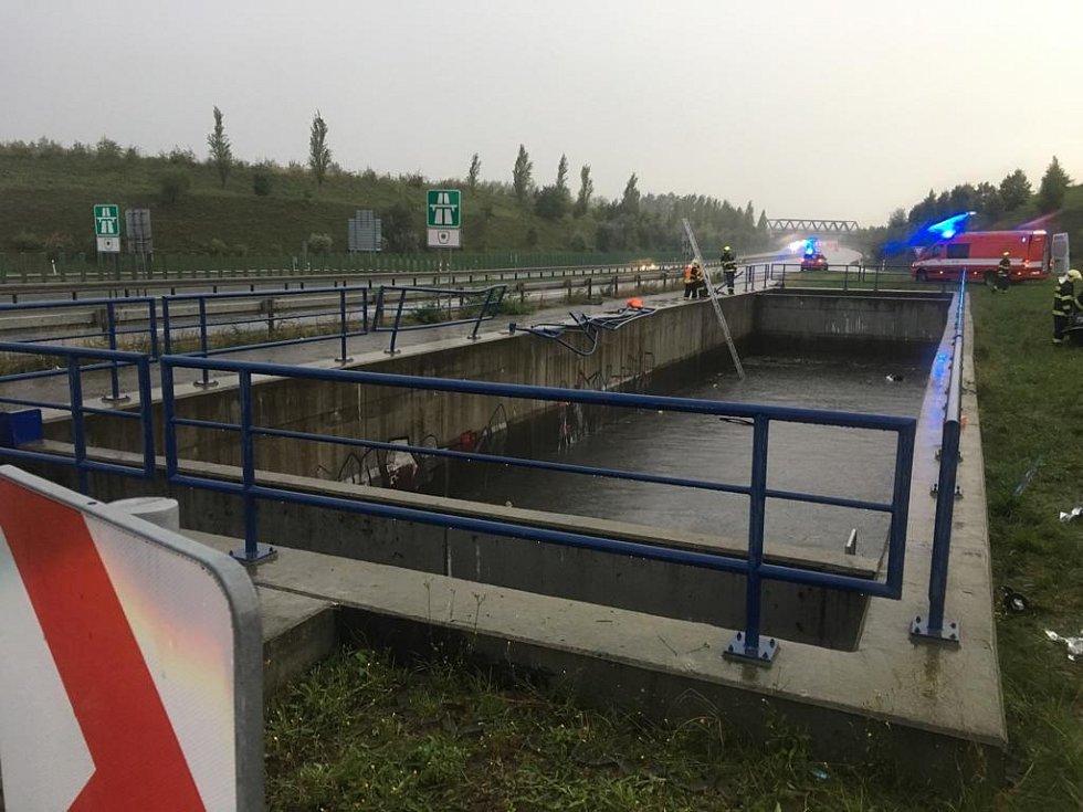 Dopravní nehoda na dálnici D6, na exitu 7 ve směru jízdy na Karlovy Vary.