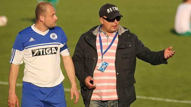 Hostouň - Velvary 1:2. Kapitán hostů Jakub Frohna a David Vedral mohli být po derby spokojení.