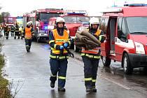 Cvičení hasičů v Trpoměchách u Slaného.