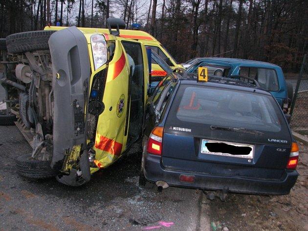V pondělí odpoledne se stala v Kladně dopravní nehoda, při které havarovala i sanitka rychlé záchranné služby.