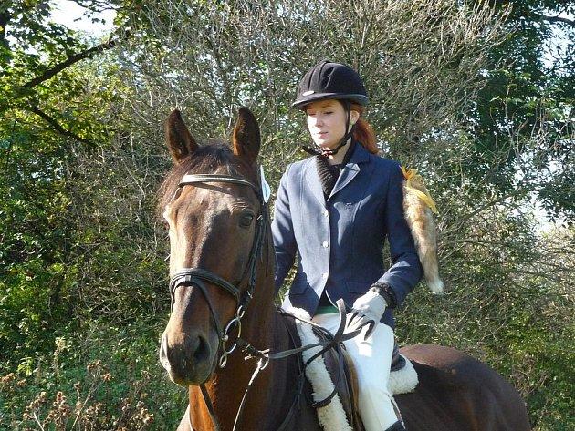 Lišku v současnosti představuje zkušený jezdec nebo jezdkyně.