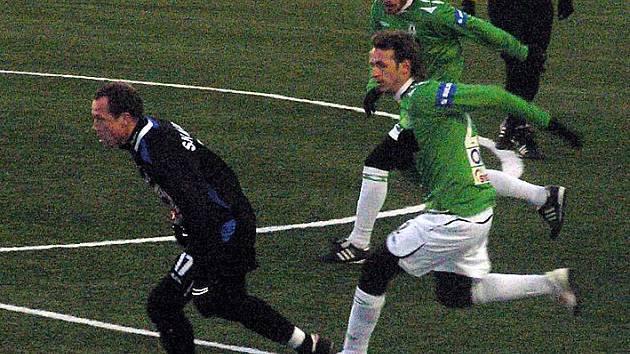 Marcel Lička v utkání s Jabloncem při útočném výpadu.