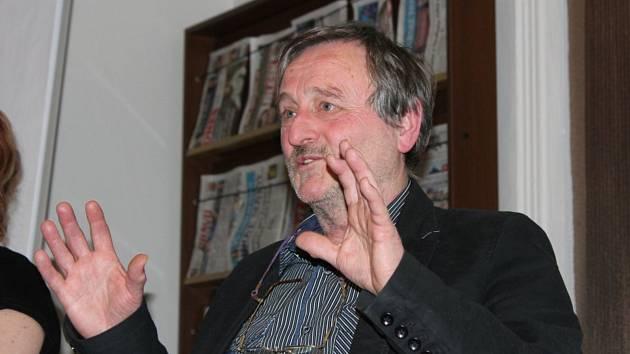 Václav Vodvářka přednášel o pytlácích v kladenské vědecké knihovně.