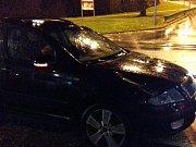 Pondělní večerní nehoda ve Slaném v Ouvalově ulici. Auto se zde střetlo s chodcem.