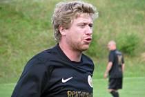 Jakub Voráček - celý den na turnaji v Knovízi, pak rychlý přesun do Varů pro Zlatou hokejku.