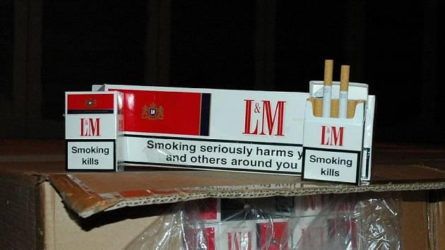 Ve skladu byly neokolkované cigarety značek Marlboro a LM.