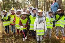 Děti z MŠ Hrdlív na návštěvě u včeliček