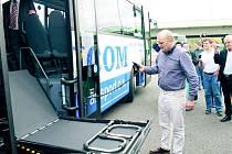 Předávání dvanácti bezbariérových autobusů