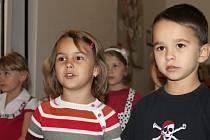 První výstava slánských zahrádkářů ve vstupní chodbě knihovny
