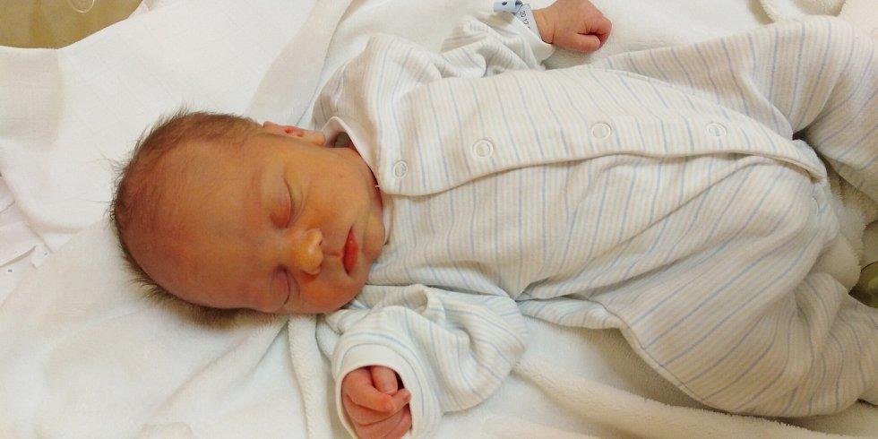 Štěpán Jan Kubíček se narodil 31. prosince 2020 v 15. 52 hodin v čáslavské porodnici. Vážil 2760 gramů a měřil 49 centimetrů. Doma v Miskovicích se něj těší maminka Simona, tatínek Zdeněk a tříletý bráška Kamílek.