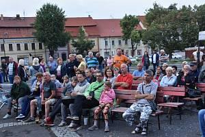 Koncert kapely Dřeváci v rámci Music on the Square.