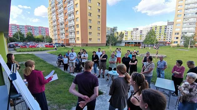 Setkání představitelů radnice s občany v Kročehlavech.