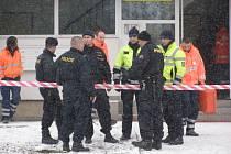 Na místě tragédie zasahovali hasiči, policisté i záchranáři.