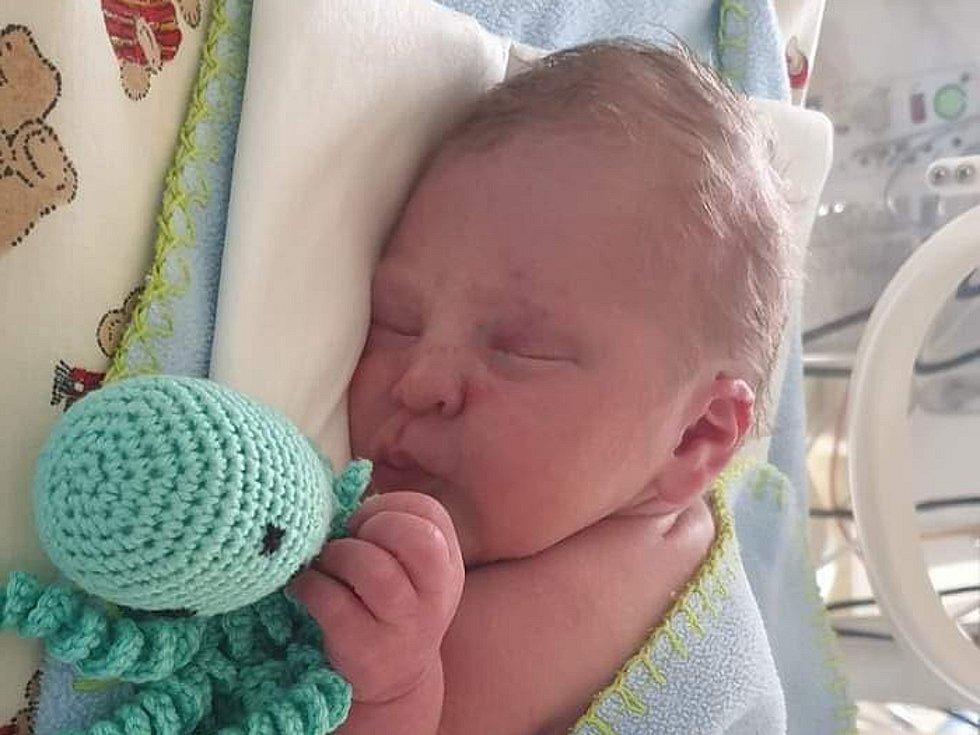 PAVEL VONDRÁK, KLADNO. Narodil se 7. května 2019. Po porodu vážil 2,78 kg a měřil 47 cm. Rodiče jsou Anna Kohoutová a Pavel Vondrák. (nemocnice Kladno)