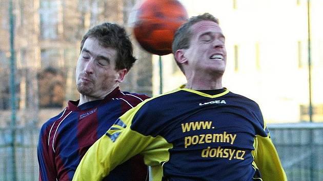 Zajímavý fotbal přinesl duel Unhošť - Doksy.  Zimní liga SK Kladno 2011, hráno 16.1.2011