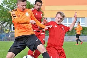 I. B třída: Slaný (v oranžovém) porazilo doma po bitvě Klobuky.