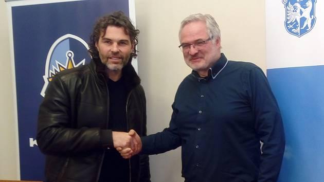 Jaromír Jágr a primátor Kladna Dan Jiránek při příležitosti oznámení rekonstrukce zimního stadionu v Kladně.