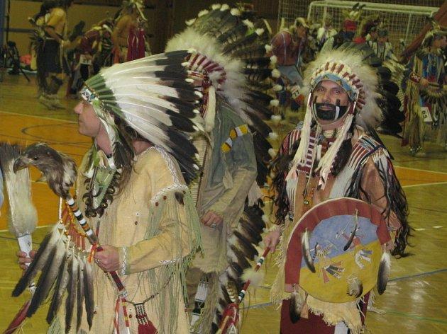 Indiáni obsadili Kladno. Fotografie ze 14. ročníku Czech Pow Wow, což je festival přívrženců severoamerické indiánské kultury.