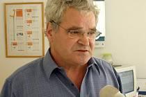 Lékař Živojín Dupač odmítá, že by v pátek léčil své pacienty pod vlivem alkoholu. Naopak obviňuje policisty, že se k němu chovali před pacienty nevhodně.