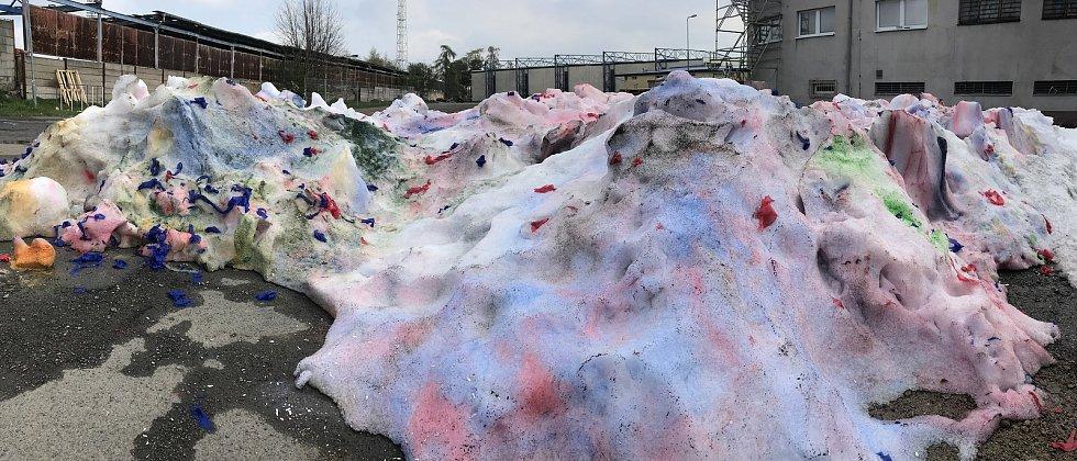 Led i mantinely z kladenského zimáku zmizely, nyní už hala patří dělníkům.